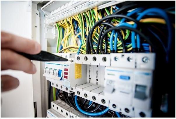 Những điều mà bạn nhất định phải lưu ý khi sửa điện chập